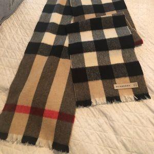 Burberry unisex scarf.